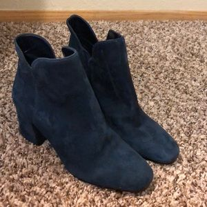 VINCE CAMUTO NAVY BOOTIES